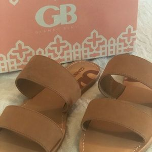 NEW with 🏷 Gianni Bini sandal